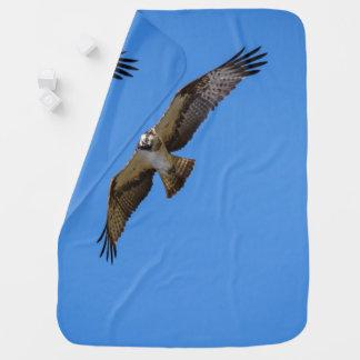 Mantita Para Bebé Osprey del vuelo con una blanco en vista