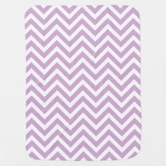 Mantita Para Bebé Rayas púrpuras y blancas de la lila del zigzag de