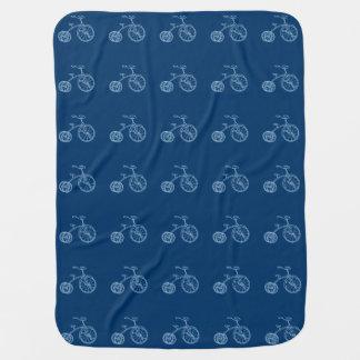 Mantita Para Bebé Triciclo lindo de los azules cielos del vintage