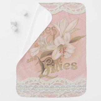 Mantita Para Bebé Vintage, rosas rosados, lirios, y cordón,