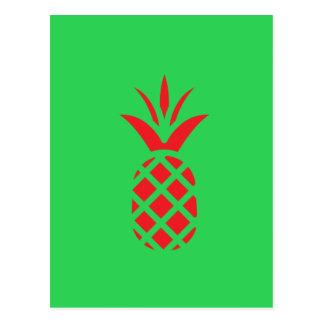 Manzana del pino rojo en verde postal