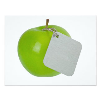 Manzana verde con la etiqueta del metal invitaciones personalizada