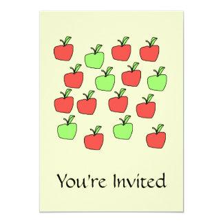 Manzanas rojas y manzanas verdes, modelo, en la invitacion personalizada