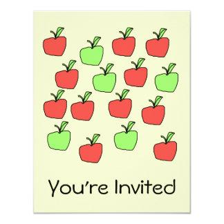 Manzanas rojas y manzanas verdes, modelo, en la invitación 10,8 x 13,9 cm