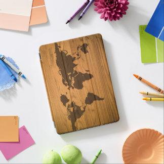 Mapa del mundo en el grano de madera cover de iPad air