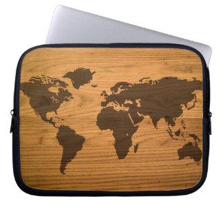 Mapa del mundo en el grano de madera funda para ordenador