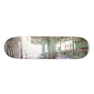 Maquinaria en un factor patinetas personalizadas