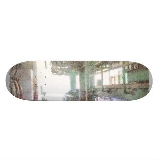 Maquinaria en una fábrica tabla de patinar