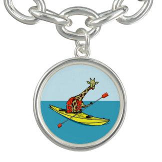Mar de la jirafa del dibujo animado kayaking pulsera con dije