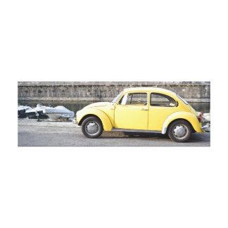 marco con diseño amarillo del escarabajo lienzo