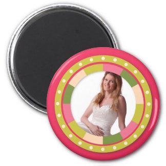 Marco del círculo de la diversión - hoja rosada en imán redondo 5 cm