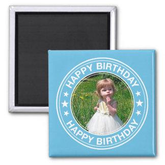 Marco del feliz cumpleaños en azul imán cuadrado