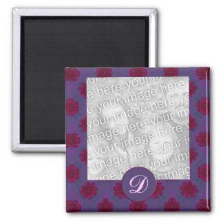 Marco floral rojo púrpura de la foto del monograma imán cuadrado