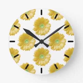 Margarita amarilla del gerbera reloj redondo mediano