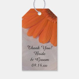 Margarita anaranjada y etiquetas blancas del favor etiquetas para regalos