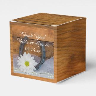 Margarita de madera del falso granero y boda caja de regalos