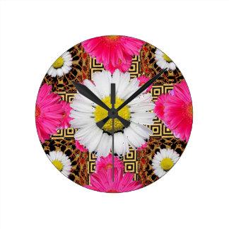 Margarita de Shasta y regalos rosados del Gerbera Reloj Redondo Mediano