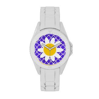 Margarita en Quatrefoil violeta azul Relojes De Pulsera