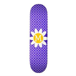 Margarita en Quatrefoil violeta azul Monopatín
