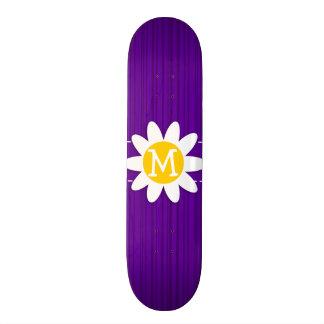 Margarita en rayas verticales violetas oscuras patines