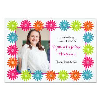 Margaritas coloridas - invitación de la graduación