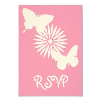 Margaritas y mariposas en la tarjeta de RSVP del Comunicado