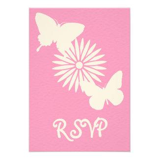 Margaritas y mariposas en la tarjeta de RSVP del r
