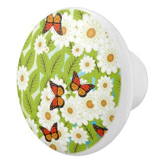 Margaritas y mariposas pomo de cerámica