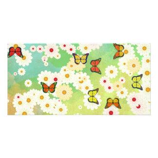 Margaritas y mariposas tarjeta