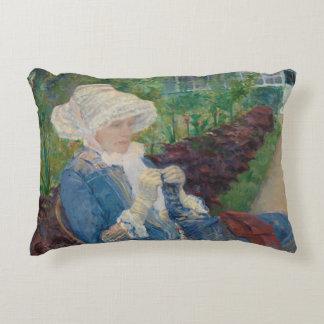 Maria Cassat- Lydia Crocheting en el jardín