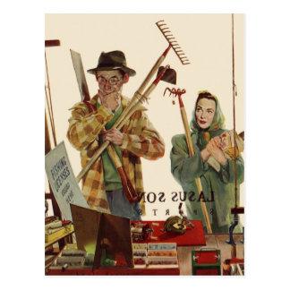Marido y esposa del vintage con las herramientas postal