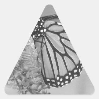 Mariposa de B&W Pegatina Triangular