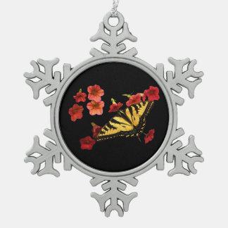 Mariposa de Swallowtail del tigre en las flores ro Adorno