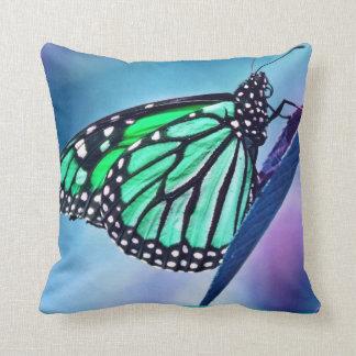 Mariposa delicada cojín