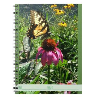 Mariposa en el cuaderno del jardín del Wildflower
