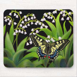 Mariposa en el lirio de los valles Mousepad Alfombrilla De Ratón