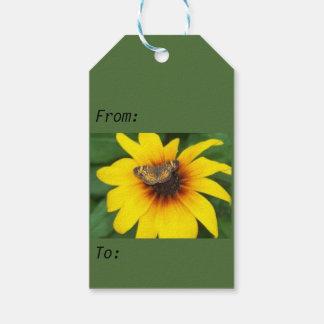 Mariposa en etiqueta de la flor etiquetas para regalos