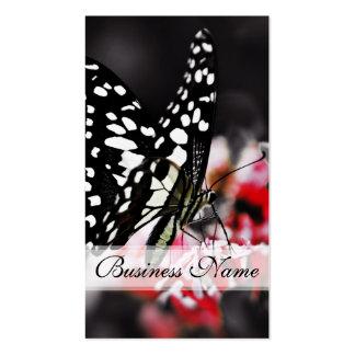 Mariposa en la flor roja tarjetas de visita