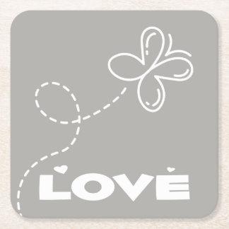 Mariposa gris y blanca y boda del amor de los posavasos de papel cuadrado