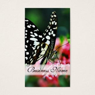 Mariposa hermosa en la flor roja tarjeta de negocios