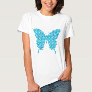 Mariposa, modelo en el azul, turquesa, blanca camiseta