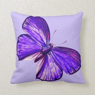 Mariposa púrpura hermosa cojín decorativo