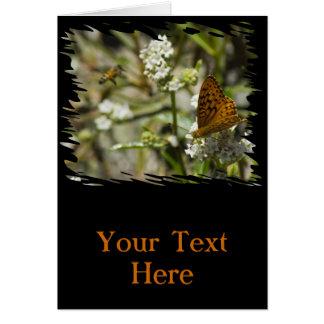 Mariposa y abeja anaranjadas tarjeta de felicitación