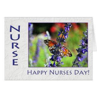 Mariposa y flores felices del día de las enfermera felicitacion