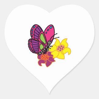 Mariposa y flores calcomania corazon personalizadas