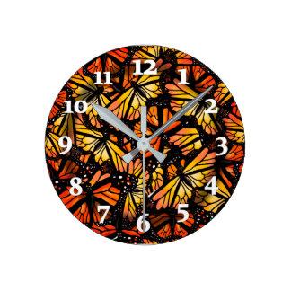 MARIPOSAS de MONARCA por Slipperywindow Reloj Redondo Mediano