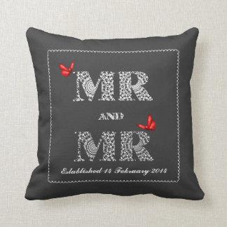 Mariposas de Sr. y del rojo de Sr. White Lace Word Cojín Decorativo