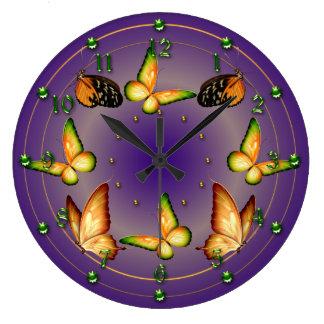 Mariposas en púrpura rica reloj redondo grande