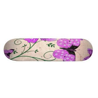 Mariposas púrpuras en colores pastel patines