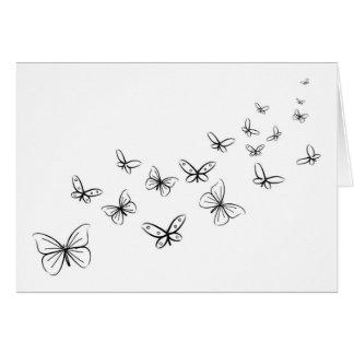 Mariposas que bailan a través de la página tarjeta de felicitación